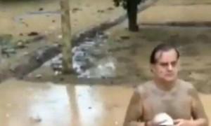 """""""坐在泥里吹海螺""""可预防新冠?印度拍视频称""""泥浴""""驱病毒的政客被曝已经感染……"""