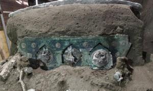 庞贝古城遗址首次出土仪式用花车