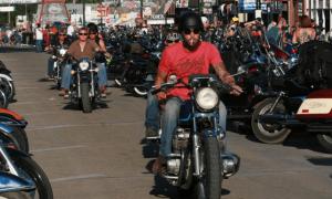 疫情之下,美国这地将有30万人参加摩托车集会